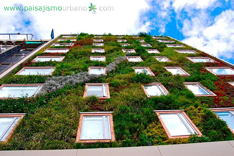 Fachada vegetal la importancia de las fachadas naturales for Jardines verticales construccion